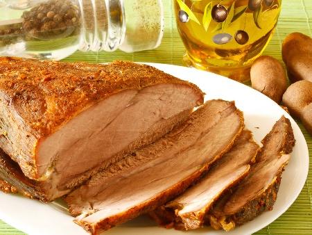 Крехък маринован свински бут в марината от соев сос, ракия, мед и горчица, печен във фолио на фурна - снимка на рецептата